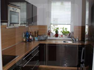 Dlhodobý prenájom 3 izbového bytu vrátane garážového státia, energií, TV a Net pripojenia na ulici K lomu v Bratislave