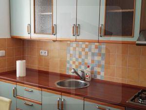 1-izbovy-byt-predaj-krasny-zariadeny-bytik-priamo-v-centre-41086