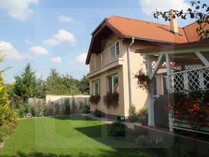 ivanka-pri-dunaji-rodinny-dom-predaj-priestranny-rodinny-dom-s-garazou-v-tichej-ulici-na-zaciatku-ivanky-pri-dunaji-47046