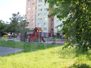 bratislava-petrzalka-3-izbovy-byt-predaj-3-izbovy-byt-s-loggiou-jz-orientaciou-a-velkym-parkoviskom-pred-bytovym-domom-47199
